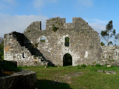 Ruínas do castelo de Altamira, casa do Moscoso no concello de Brión