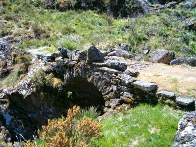 Ponte romana de Pradoalbar (Vilariño de Conso).JPG