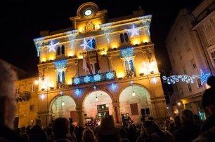 """Praza Maior. 29-11-2016. Ourense. Encendido de la iluminación de navidad y concierto """"gospel""""."""