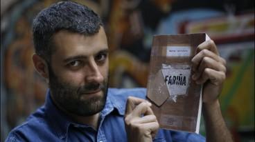"""Nacho Carretero posa con """"Fariña"""""""
