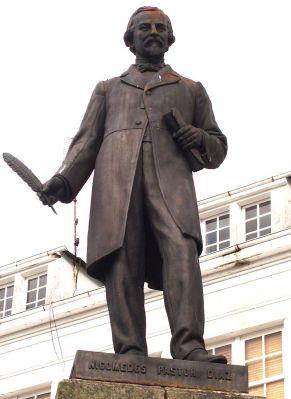 Estatua de Nicomedes Pastor Díaz